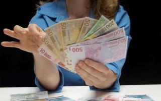 В какой валюте хранить деньги: доллары, рубли, евро – альтернативные способы хранения денег