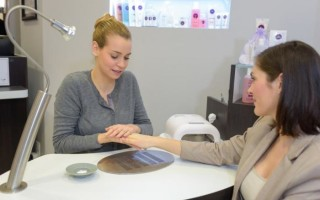 Как найти клиентов на маникюр и педикюр: пошаговая инструкция для начинающих мастеров, способы расширения клиентской базы